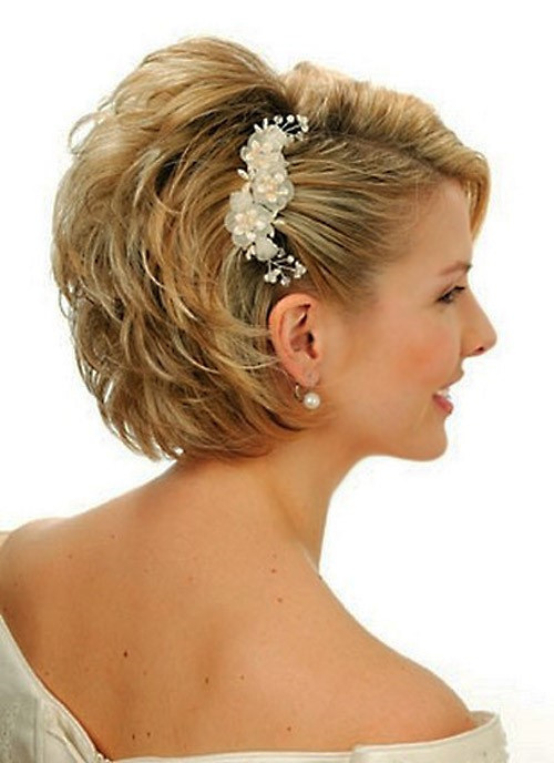 hairstyle asimmetrico stratificato sposa capelli corti fashion