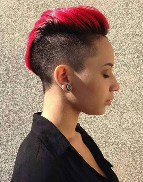 pettinature rosse mohawk con cresta