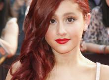 capelli lunghi mossi rosso scuro trend