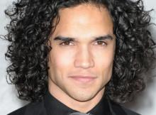 capelli lunghi uomo permanente
