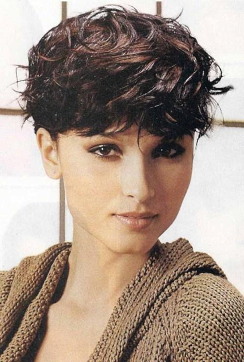 capelli-mossi-corti-senza-ripartizioni - Trend Capelli