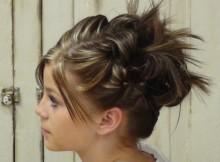 acconciature raccolte capelli corti ananas